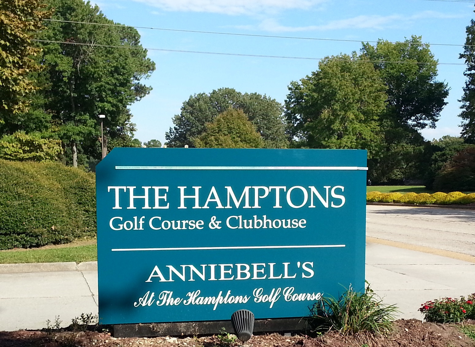 HRCOA The Hamptons Sign